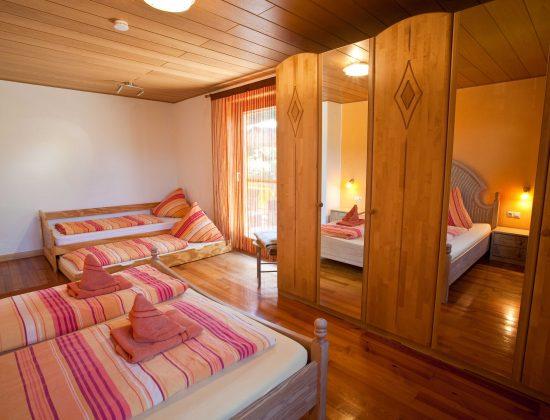 OG Schlafzimmer 1 - Zusatzbett
